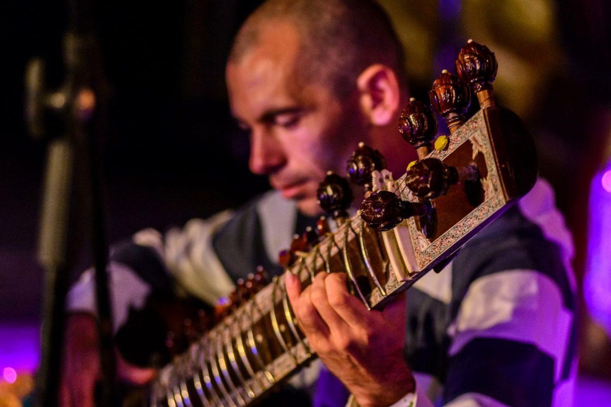 Этно Drum Fest ежегодный фестиваль этнической музыки в Украине, Харьков, Сергей Истомин ситар